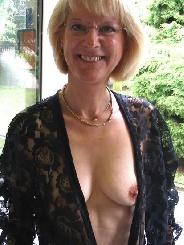 Experimentierfreudige Oma aus Leipzig sucht erotische Kontakte